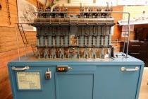 Schaalmodel van een werkende dieselmotor de Hodlo