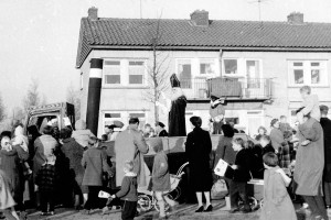 Sinterklaas in Tuindorp Oostzaan - Tutti Fruttie dorp (1)